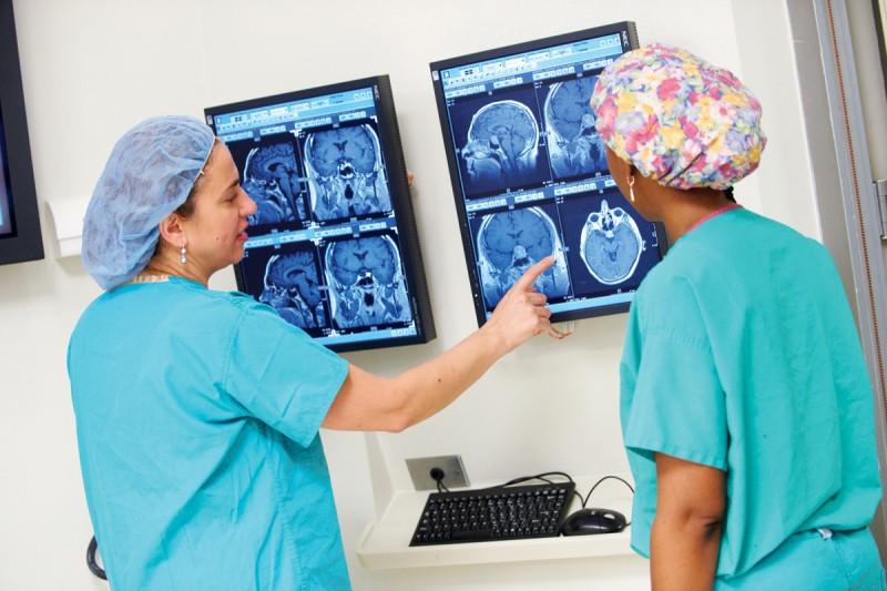neuro surgeons